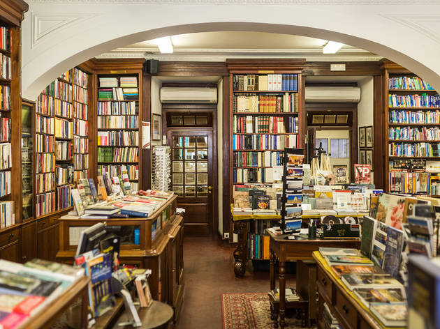 livraria bertrand lisbon, must see in portugal